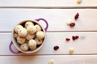 biscotti-senza-con-mandorle-mele-e-mirtilli-rossi